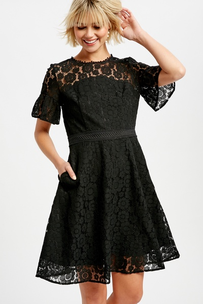FLORAL LACE FLARE DRESS