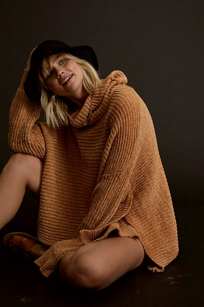 CHENILLE TURTLE NECK HIGH AND LOW PULLOVER SWEATER