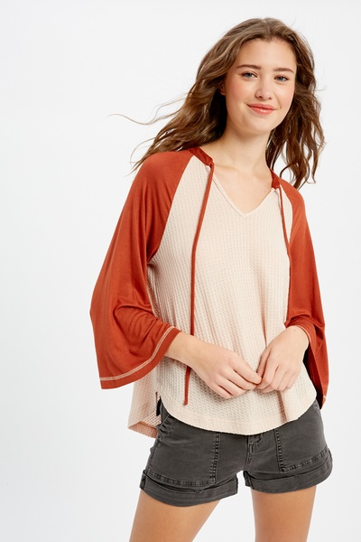 V-NECK WAFFLE TOP WITH COLOR BLOCK RAGLAN SLEEVES
